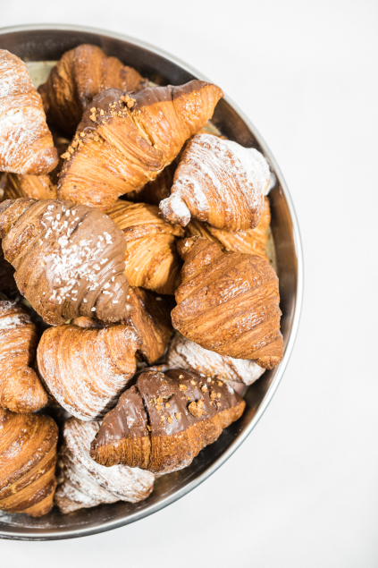 100% czekolady CROISSANT Z NADZIENIEM MALINOWO-RÓŻANYM